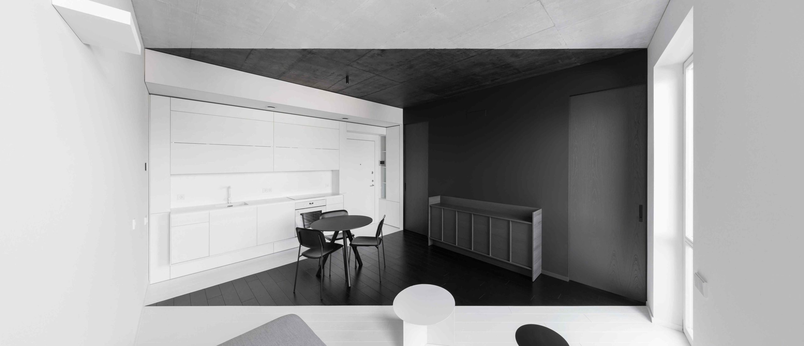 Černobílý interiér bytu