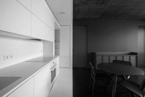 Čermobílá kuchyň a jídelna