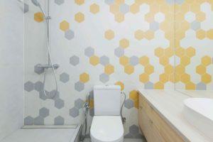 Žlutošedá koupelna