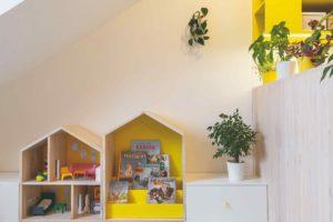 Dětský pokoj s nábytkem v žluté