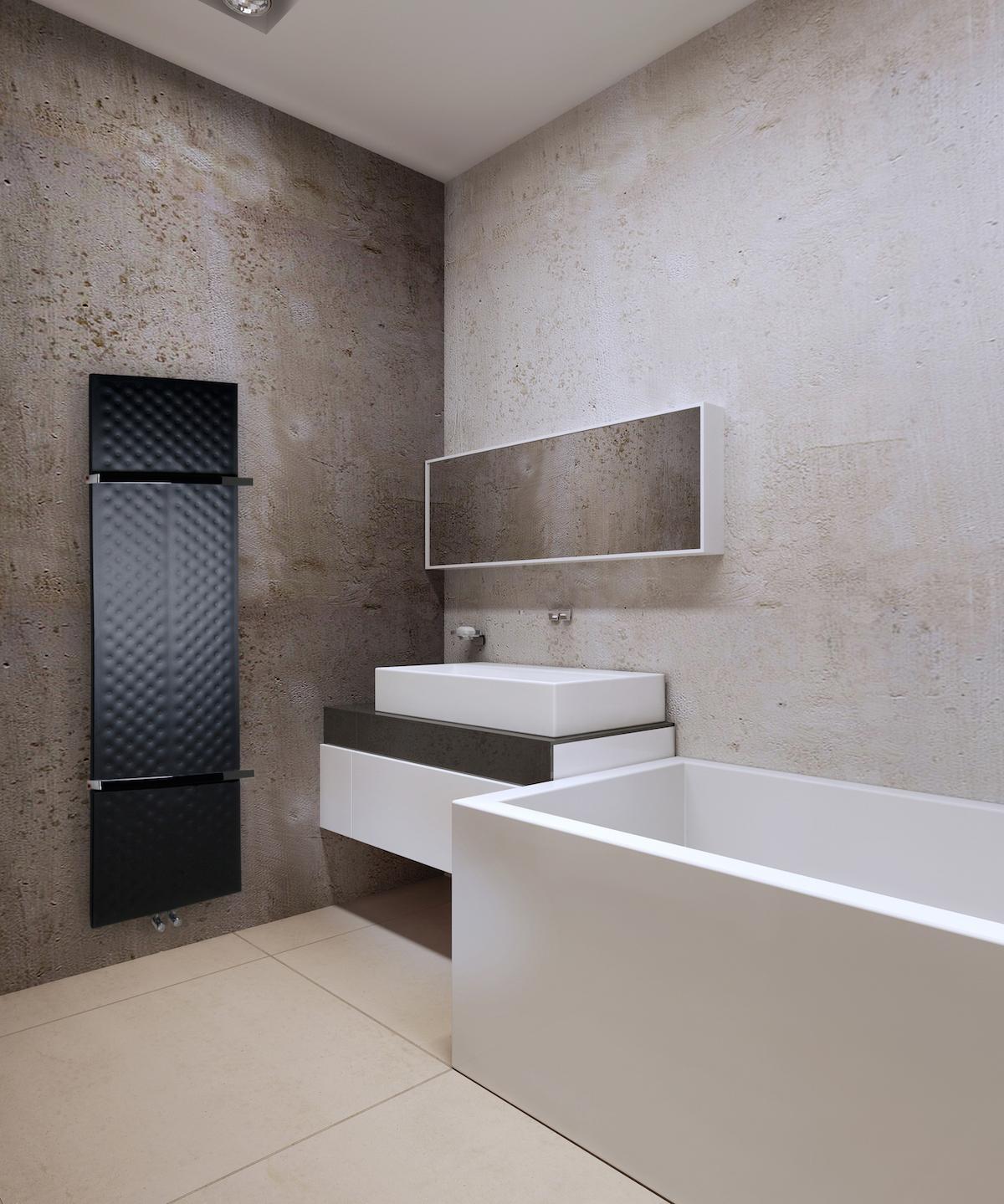 Tenký černý radiátor v moderní koupelně