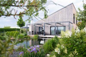 Zahrada a jezírko u domu