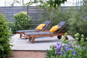 Lehátka v zahradě