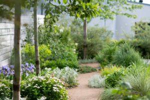 Mlatové chodníčky v zahradě