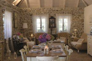 Romantická jídelna v domě