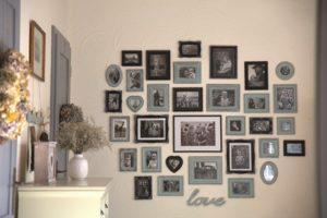 Rodinná galerie na steně