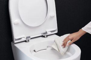 Utírání čištění wc