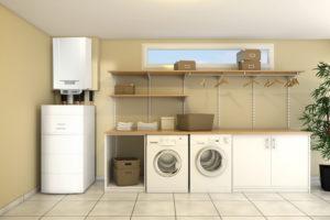 Hybridní tepelné čerpadlo v technické místnosti domu