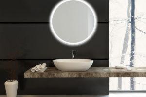 Podsvícené okrouhlé zrcadlo nad umyvadlem