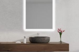 Podsvícené zrcadlo nad umyvadlem