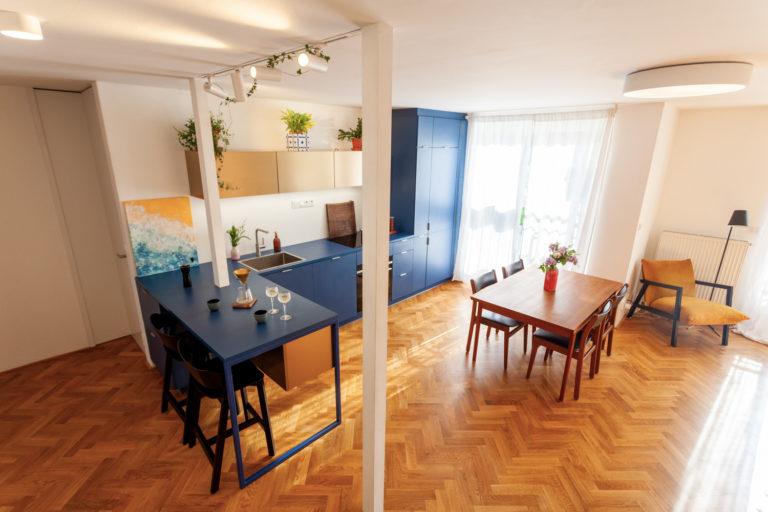 Z nevhodně řešeného bytu z 90. let trendové bydlení pro mladý pár