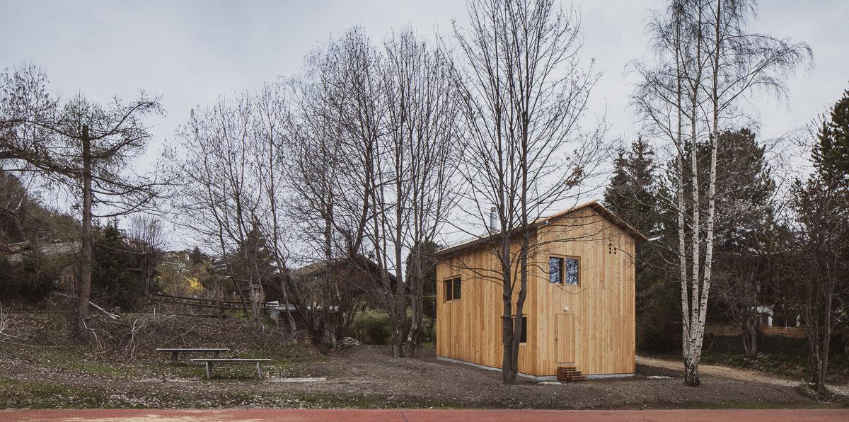 Malá chata, která nabízí více prostoru, než byste si na první pohled mysleli
