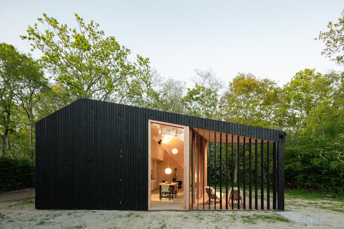 Víkendový dům s pohyblivými lamely