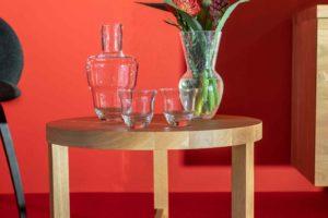 Instalace KLIMCHI Kolekce Shadows (vlevo) a váza Felicity