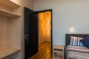 Jednoduchá ložnice vo víkendovém domě