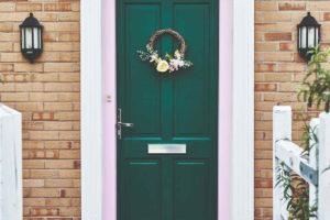 Typické anglické vchodové dveře