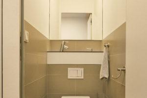 Toaleta s umyvadélkem
