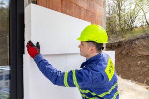 Zateplení fasády bílým pěnovým polystyrenem