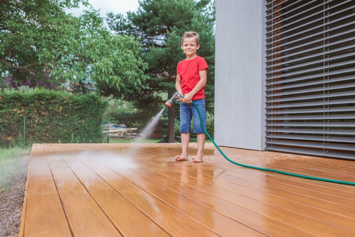 Péče o terasy WoodPlastic®? Jen dvakrát do roka