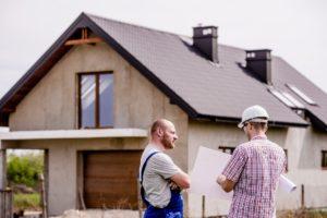 Stavebník řeší plány před domem