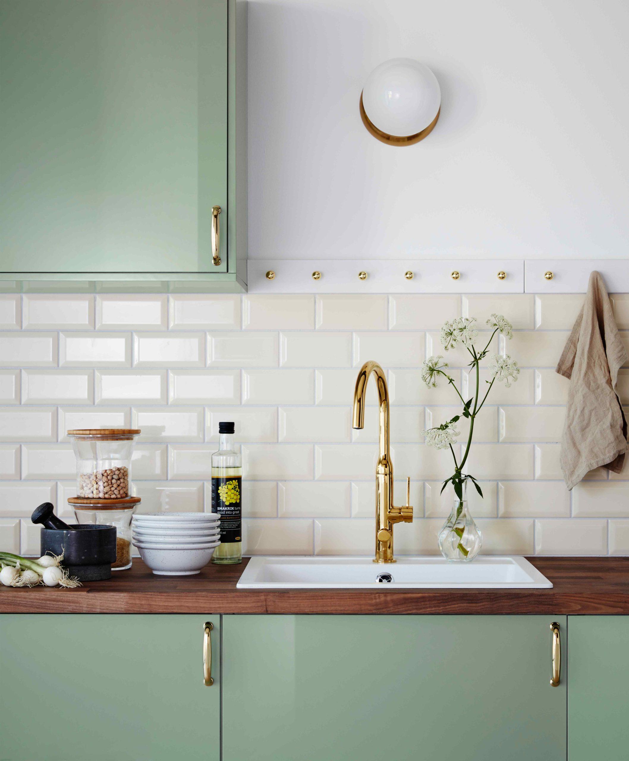 Zelenobílá retro kuchyň