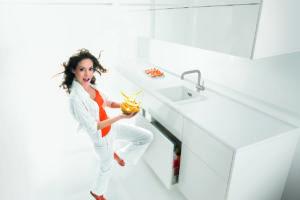 Tančící žena v kuchyni