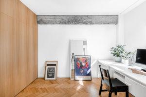 Pracovna s parketami a nábytkovou stěnou