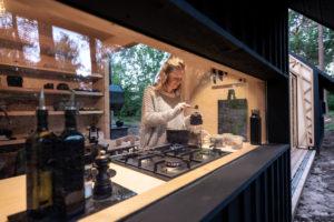 Kompletní kuchyň v chatce