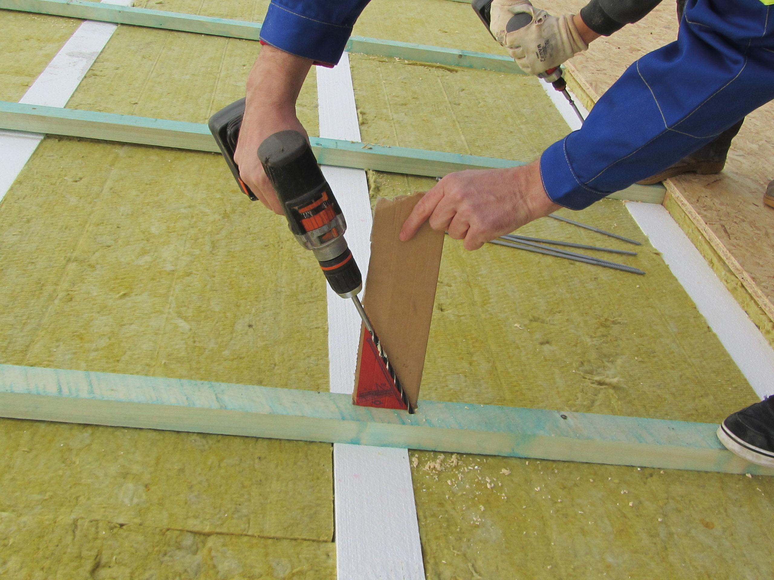 Použití dvouzávitových vrutů o délce 520 mm