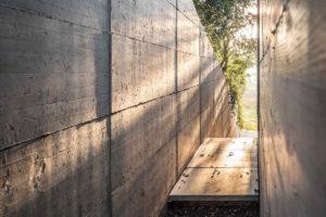 Betonový předel mezi domami