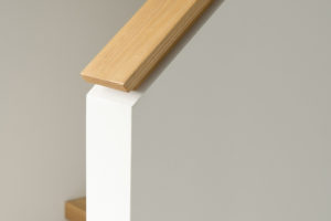 Drevěno bílé schodiště