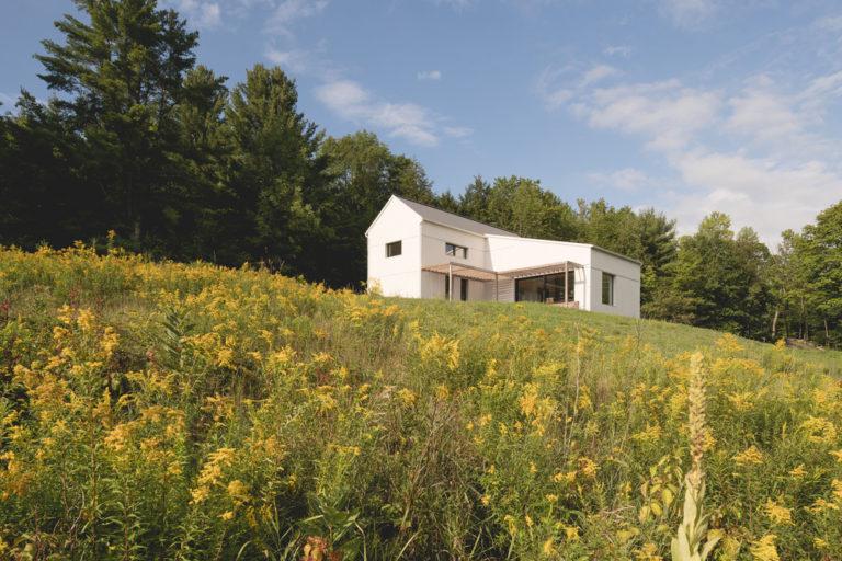 Pasivní dům pro čtyřčlennou rodinu dokazuje, že i tradice a moderní technologie jdou dohromady